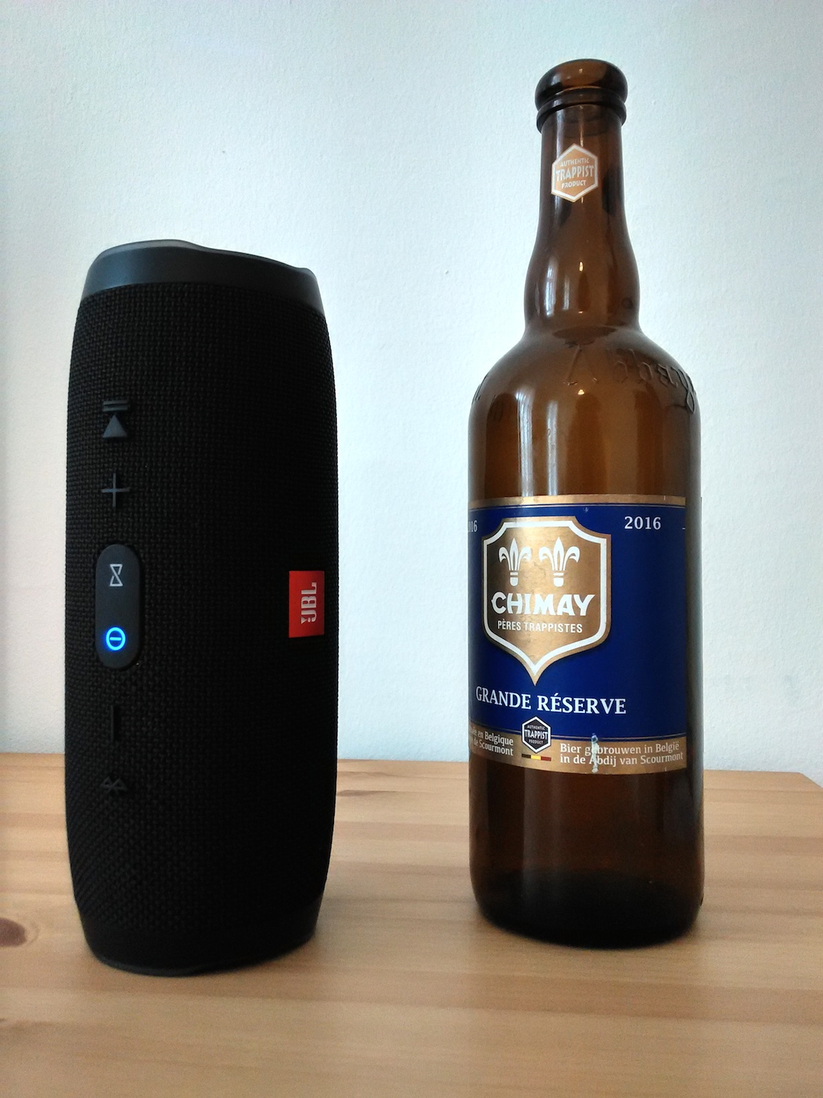 Charge 3 mit großer Bierflasche