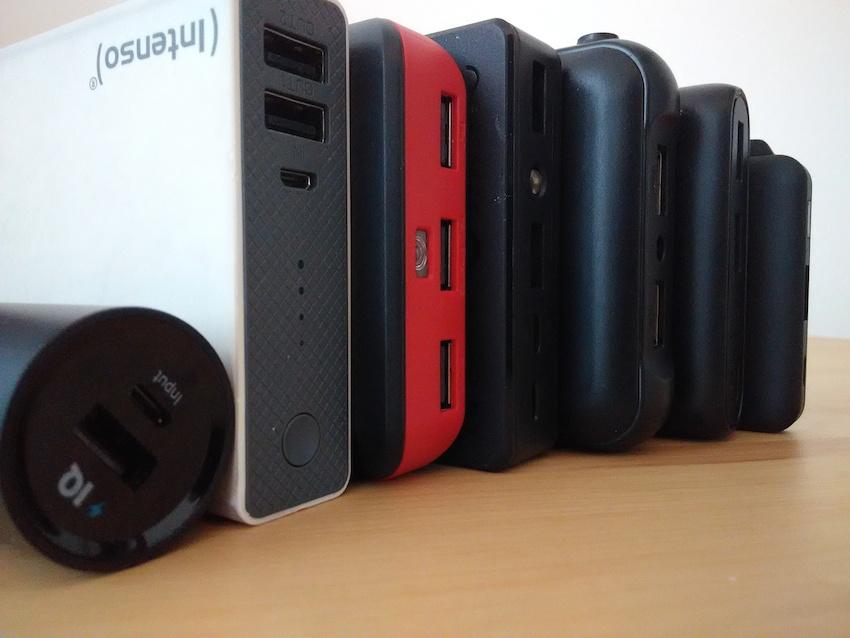 Verschiedene Powerbanks aufgereiht