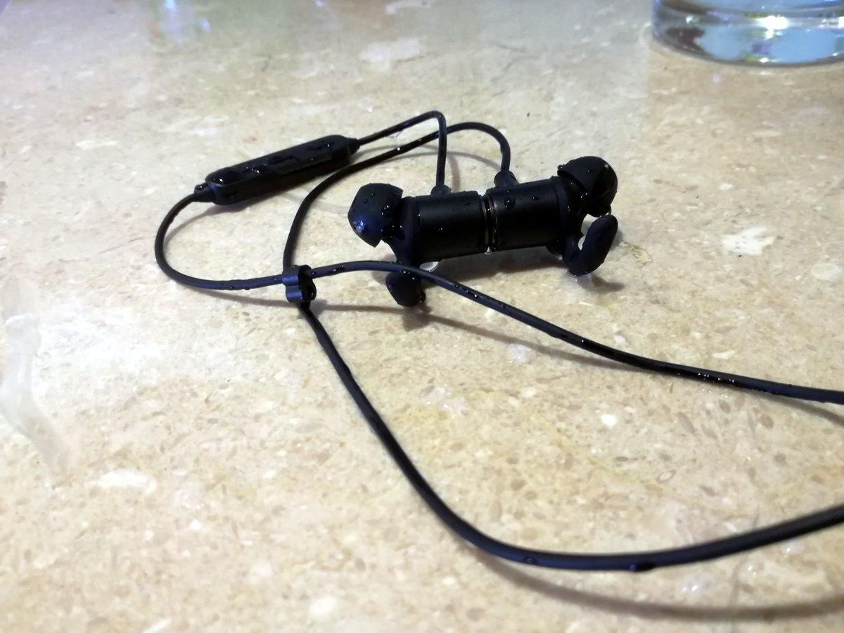 Wasserschutz Test beim TaoTronics Kopfhörer