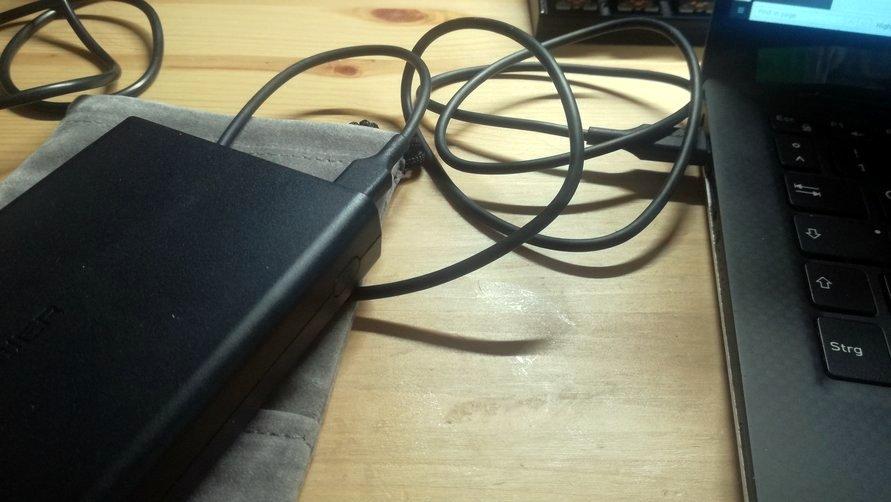 USB-C Kabel lädt Notebook
